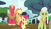 Granny Smith and Apple Bloom walking S4E20