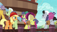 Incredibly long line of porter ponies S6E22