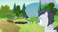 Rumble sees other campers on the obstacle course S7E21