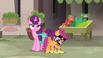 Disguised Scootaloo offers to help Sugar Belle S7E8