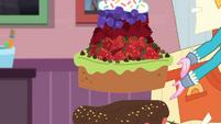 Pirate Pinkie making a multi-layered cake EGDS3