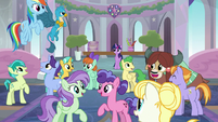 Ponies and creatures start singing together S8E1