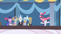 Rarity cheering for Fleetfoot S2E9