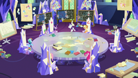 Rarity moves to the front of the table S9E4
