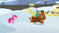 Rutherford pretends to slam door in Pinkie's face S7E11
