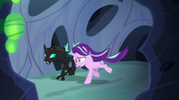 Starlight and Thorax galloping through the hive S6E26