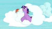 Twilight flies through the cloud S4E21