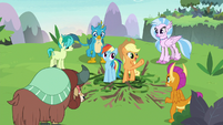 """Applejack """"y'all did it together!"""" S8E9"""