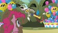 Discord talking to Pinkie S2E01