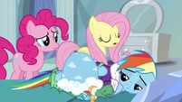 Fluttershy administers tough love to Rainbow S5E5
