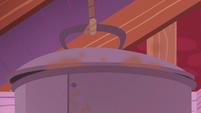 Giant pot of boiling apples S5E25