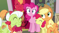"Pinkie Pie and Apple family ""road trip!"" S4E09"