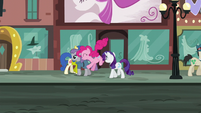 Pinkie hops while in the middle of walking S6E3