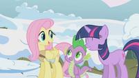 Twilight helping Fluttershy S01E11