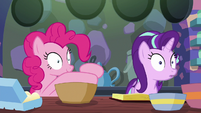 Pinkie Pie mixing the batter S6E21