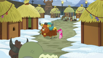 Pinkie and Prince Rutherford in Yakyakistan S7E11