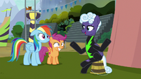 Rolling Thunder sits on a bucket S8E20