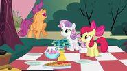 S02E17 CMC cieszą się ze spotkania Big Maca i Cheerilee