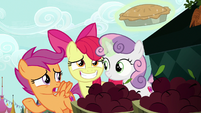 "Scootaloo ""we're holding an invitation pie"" S9E23"