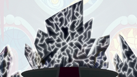 King Sombra's crystal throne cracking S9E2