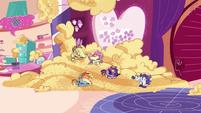 Main ponies continue eating batter PLS1E1b