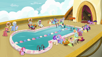 Paddle boat race on the zeppelin cruise S7E22