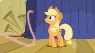 S01E06 Applejack patrzy na latającą linę