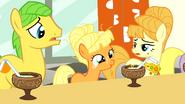 S01E23 Mała Applejack opowiada o życiu na farmie