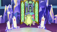 Spike and Sludge enter the throne room S8E24