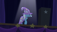 Trixie crossing the stage S6E6