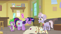 Twilight hanging her head in shame S9E5