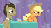 Applejack glares and growls at Rainbow S9E16