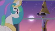 S04E01 Celestia patrzy na swoją siostrę wznoszącą Księżyc