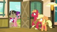 S06E23 Narzeczeni odwiedzają rodzinę Apple