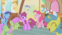 Ponies laugh themselves silly S1E05