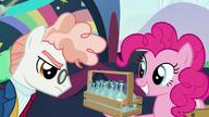 S05E24 Svengallop patrzy na butelki