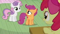 Scootaloo looks at Sweetie Belle S6E4