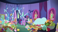 Twilight opens Spike's bedroom curtains S8E24