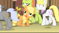Applejack feeling lost in Manehattan S1E23