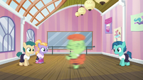 Dancing colt spinning around S6E4