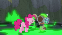 Pinkie Pie grabs blindfold with her teeth S7E25