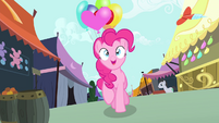 Pinkie walking with balloons S4E23