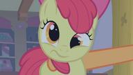 S01E09 Apple Bloom potrząsana przez Applejack