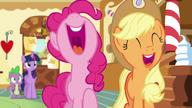 S05E22 Pinkie i Applejack śmieją się z żartu Discorda