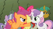 Scootaloo pointing at Sweetie Belle S2E01