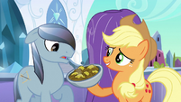 Applejack presenting fritters S3E2
