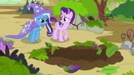 S07E17 Starlight i Trixie przed wielką dziurą w ziemi