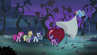 """Twilight directing friends """"action stations!"""" S4E07"""