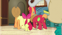 Apple siblings leaving the Town Hall S7E13