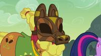 "Cattail ""she threw a mask at 'em?"" S7E20"